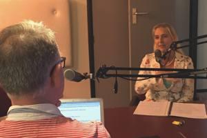 radiostudio zfm zoetermeer interviewer met monique kupras verhalen uitvaart in zoetermeer